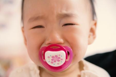 家庭崩壊で泣く子